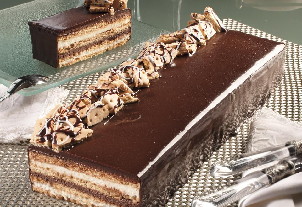 Biscuit, chocolate and cream cake